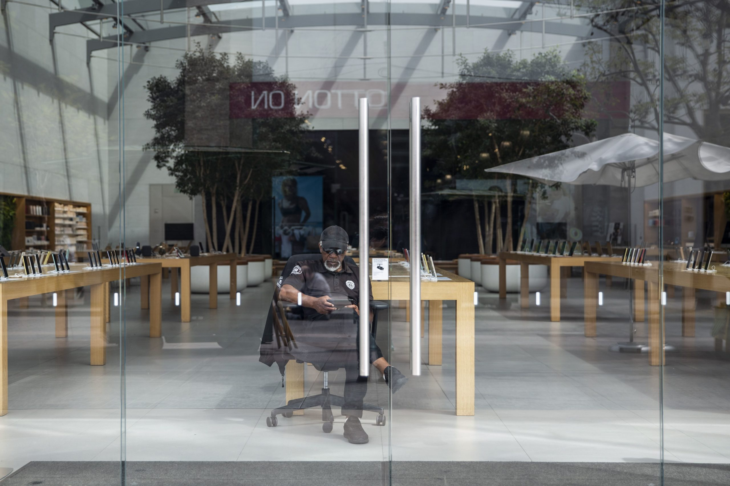 Apple ordered to pay workers for time lost during security searches