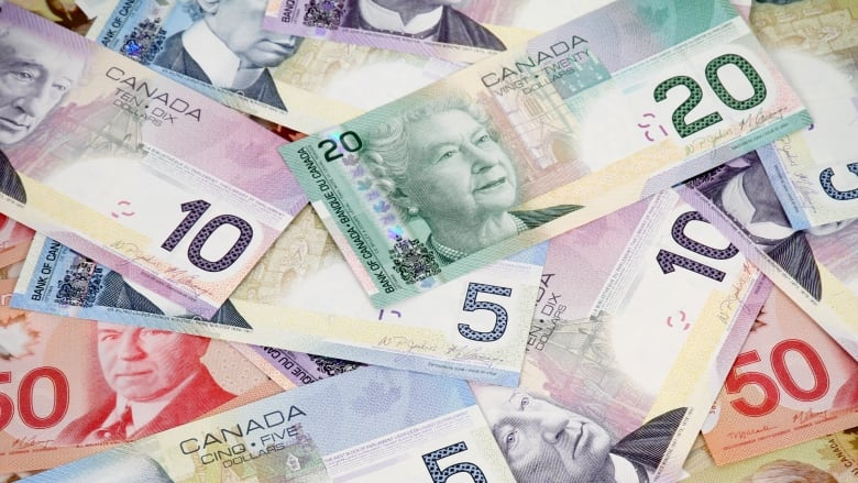 Police issue warning after West Vancouver couple transfers $500K to scammers