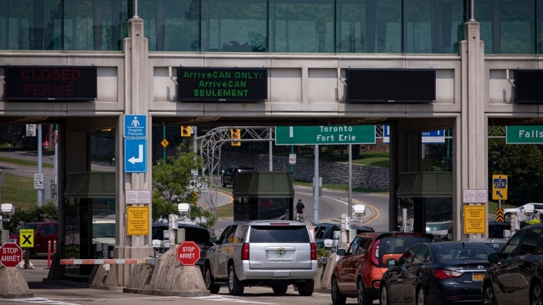 U.S. to reopen land border to fully vaccinated Canadians next month